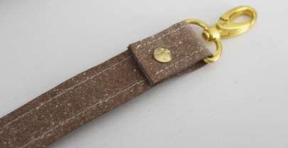 Mini-DIY: Taschenträger nähen (aus Stoff oder mit Buchschrauben)