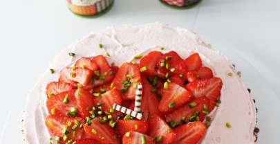 Erfrischende Erdbeer-Sahne-Torte